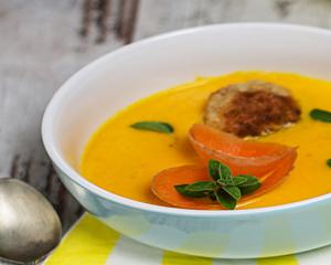 Karottensuppe mit Reisbällchen