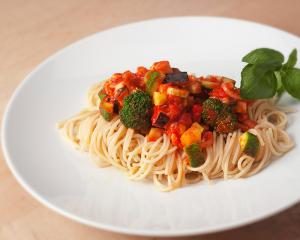 Spaghetti mit Gemüsesugo