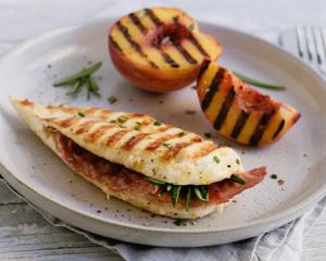 Gegrillte Hühner- Saltimbocca mit Wedges & Pesto