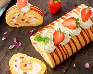 Erdbeer-Obers-Roulade
