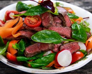 Frühlingssalat mit Filetstreifen