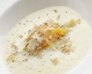 Dotterraviolo mit weißem Trüffel und Parmesan, Spinat