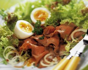 Roastbeefsalat mit Kernöl und Eier
