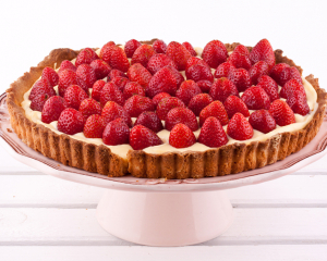 Joghurt-Erdbeertorte mit  Wiesener Ananas Erdbeeren