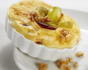 Überbackene Trauben mit Käseschaum
