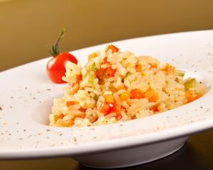 Risotto mit Zucchini und rotem Paprika