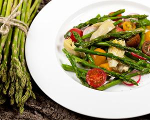 Bunter Spargel Salat