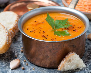 Rote Linsen-Joghurt Suppe