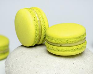 Matcha-Macarons mit Yuzu