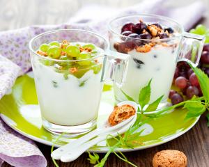 Joghurtcreme mit Weintrauben