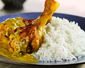 Geschmorte Hühnerkeulen mit Basmati-Reis