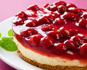 Frischkäse Torte mit Erdbeeren