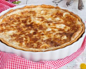 Pikanter Käse-Speckkuchen