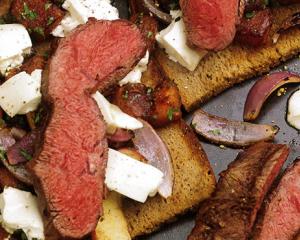 Flat Iron Steak & Schwarzbrot mit Kürbisgemüse