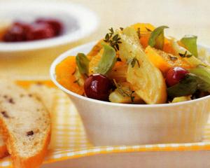 Fenchel-Orangensalat mit schwarzen Oliven