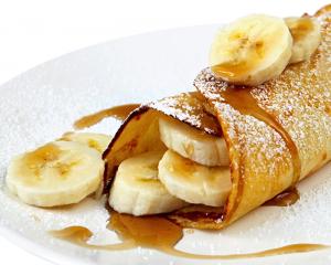 Palatschinken mit Honig-Bananen