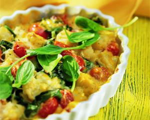 Karfiolauflauf mit Spinat und Tomaten