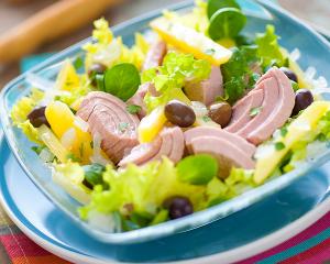 Thunfisch-Erdäpfel-Salat mit Oliven