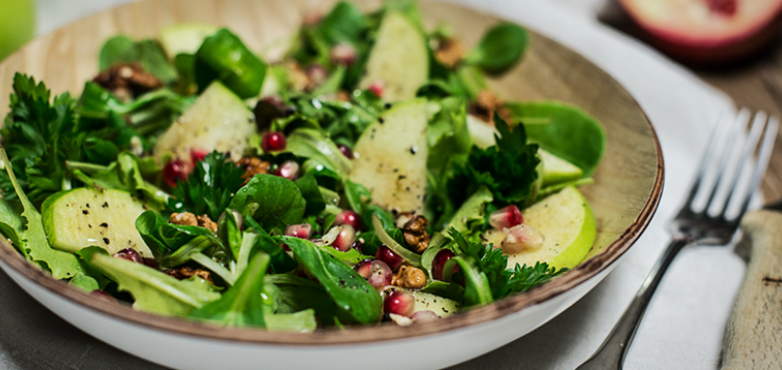 Salat vom Apfel und Granatapfel