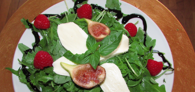 leichter feigen himbeer rucola salat mit mozzarella rezept nah frisch. Black Bedroom Furniture Sets. Home Design Ideas