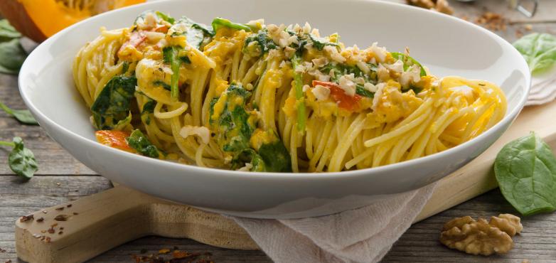 Spaghetti mit Kürbis, Walnüssen und Blattspinat