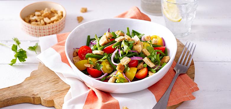 Tomaten-Bohnen-Salat mit Knusper-Croûtons