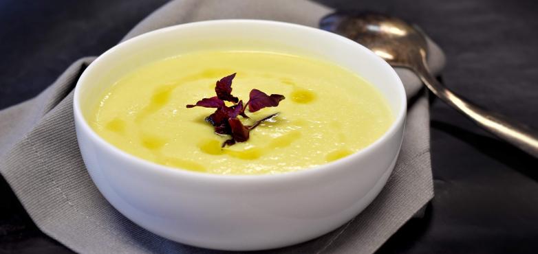 Sellerie Suppe mit Rupp Feinster Streich mit Emmentaler