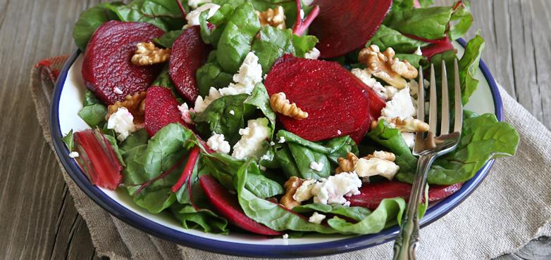 Salat mit Roten Rüben, Spinat und Feta