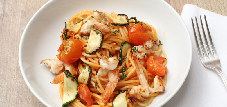 Spaghetti mit Garnelen, Zucchini und Tomaten